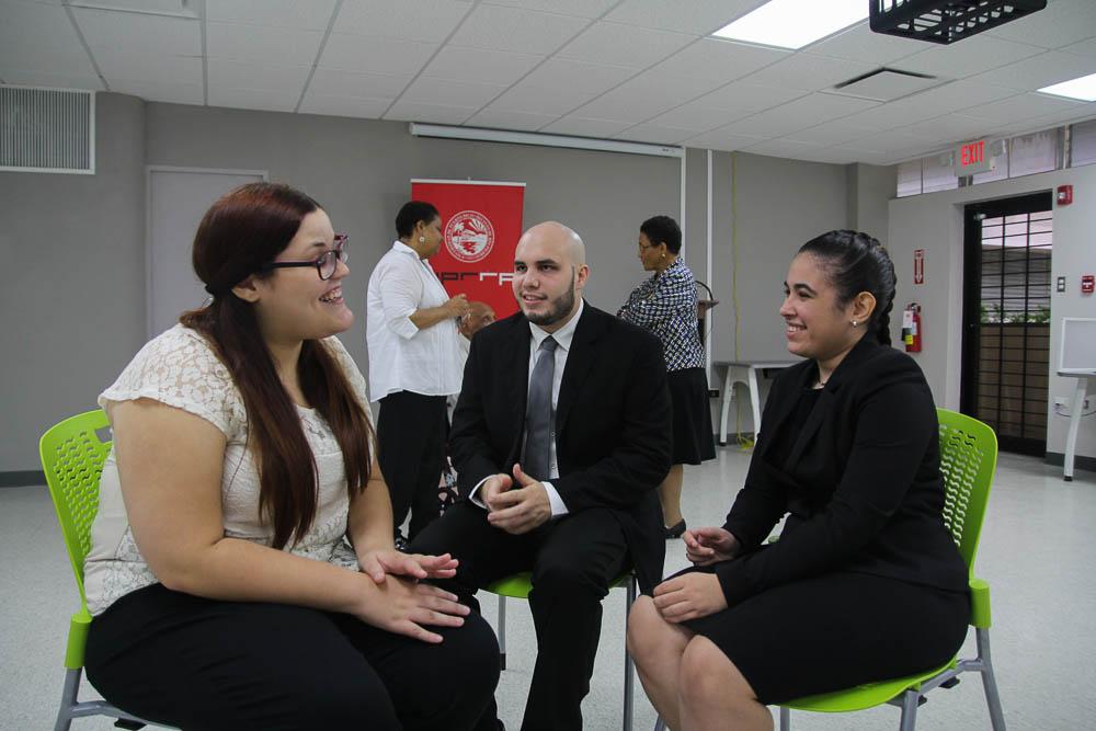 Foto-2--Estudiantes-de-UPR-Río-Piedras-reciben-Beca-Fideicomiso-Padilla-y-Asensio