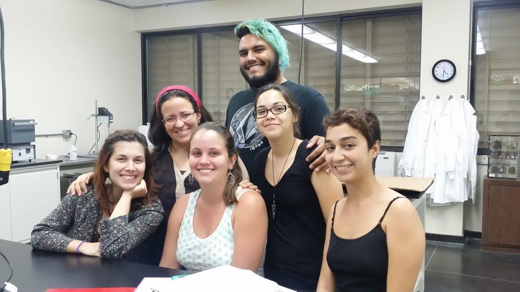 Estudiantes del Laboratorio de Arqueología Ambiental