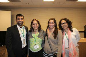 La profesora Martiza Barrteo junto a estudiantes de geografía de la UPRRP