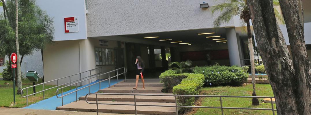 Estudiante de la FAE logra primer internado en compañía médica internacional