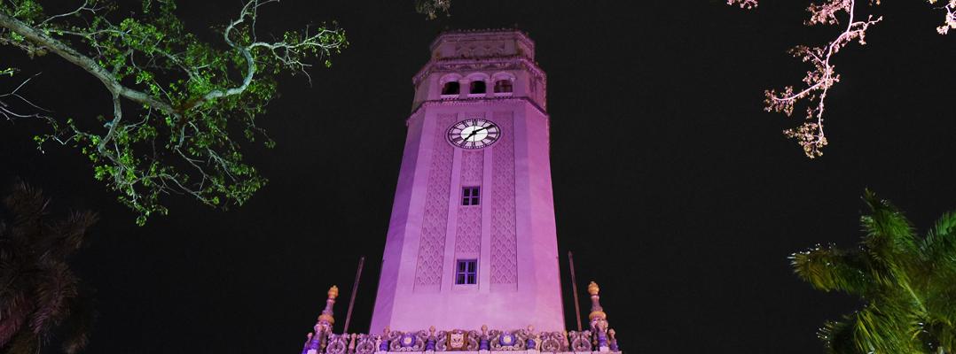 La Torre de la UPR se ilumina de rosa