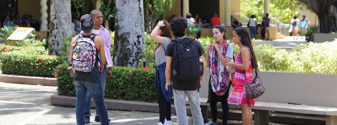 estudiantes cuadrángulo