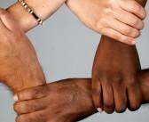 De visita en la UPRRP experta en educación multicultural
