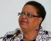 Dra. Palmira Ríos recibe galardón por su lucha en contra del racismo