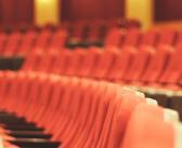 De la mano la traducción y el teatro universitario
