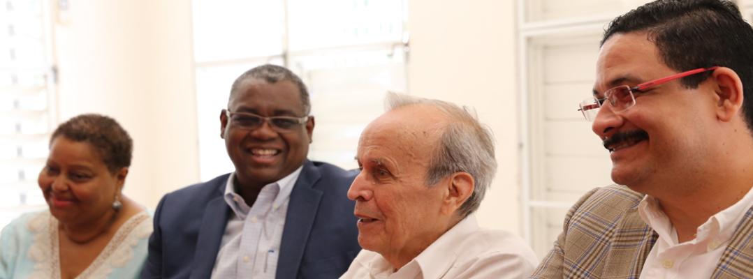 Ricardo Alarcón realizó breve visita al Recinto de Río Piedras