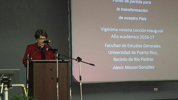 Dra. María de los Ángeles Castro, rectora interina