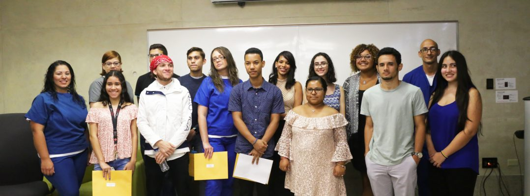 "Premian a gallitos en el ""50th Annual Literary Contest Awards Ceremony"""