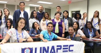 FAE recibió delegación de la UNAPEC de estudiantes de negocios