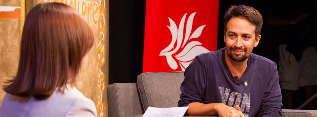 Lin-Manuel Miranda visita, conversa y rapea en la 'Iupi'