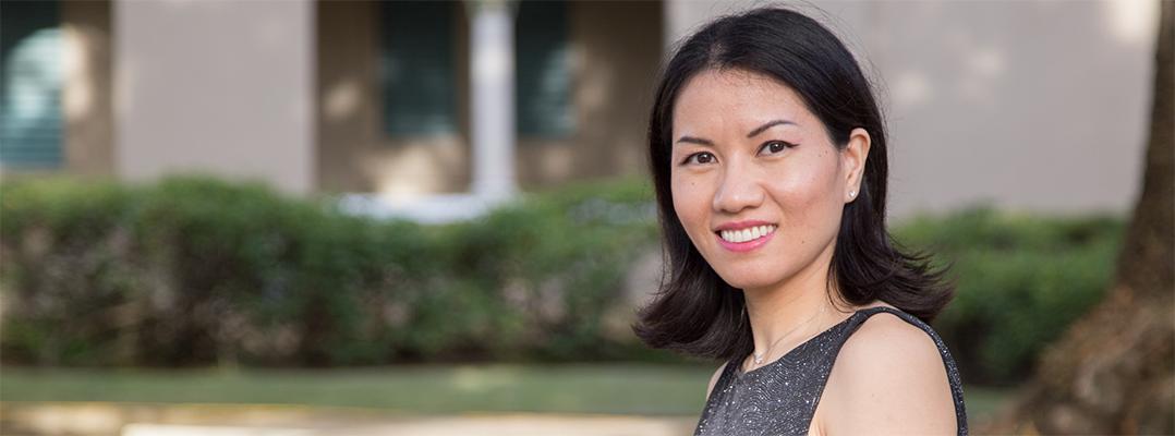 Meili Deng supera barrera del idioma para obtener grado doctoral en Lingüística Hispánica
