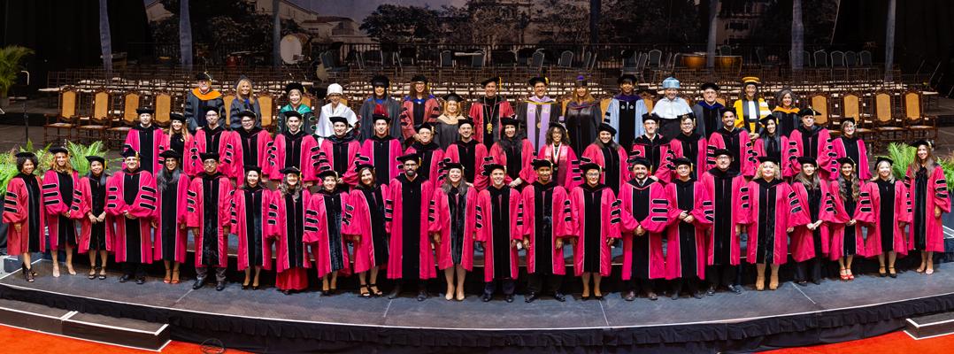 UPR Río Piedras gradúa sobre 2,600 estudiantes