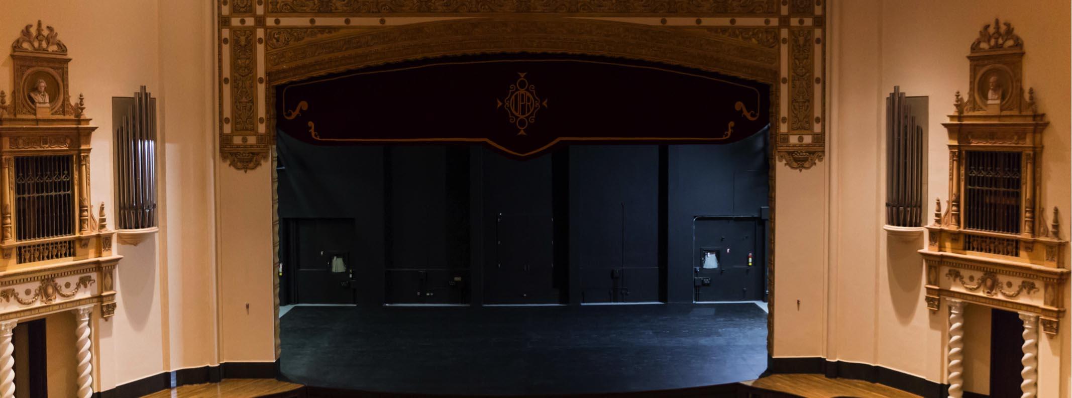 Escenario del teatro de la upr