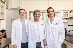 Foto 1 Investigadores Riccardo Papa, Edgardo Santiago y Steven M. Van Belleghem