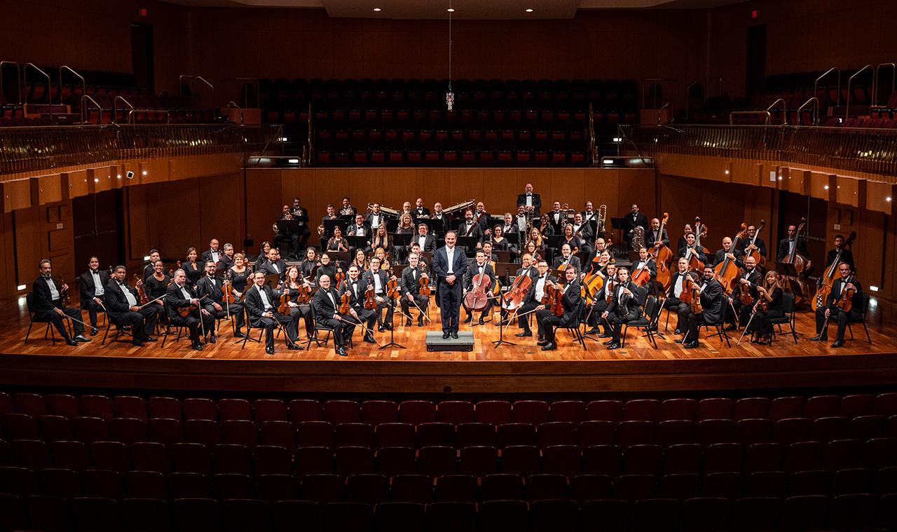 Orquestra Sinfónica dirigida por Maximiano