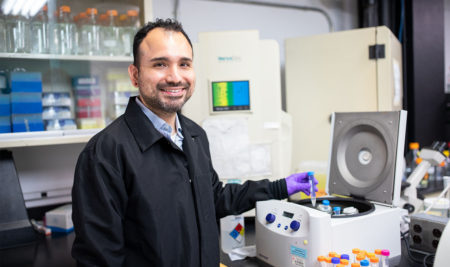 Sociedad Estadounidense de Química premia a profesor del recinto riopedrense