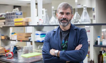 Profesor de Ciencias Naturales recibe millonaria subvención de NIH