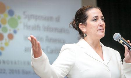 Profesora de la UPR es reconocida por su compromiso con las ciencias